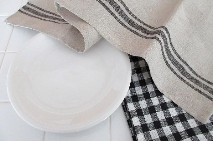 キッチンクロス リネン カリエンテ 皿を拭く