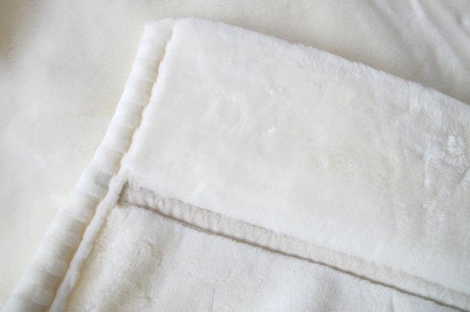 東京西川 ホワイト毛布プレミアム 襟付き