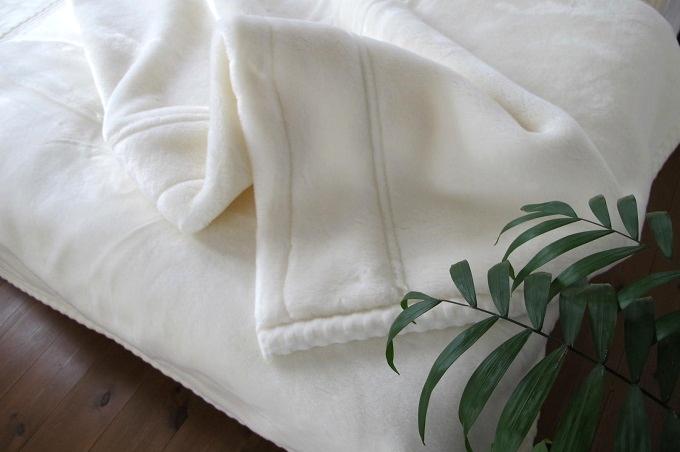 東京西川 ホワイト毛布プレミアム