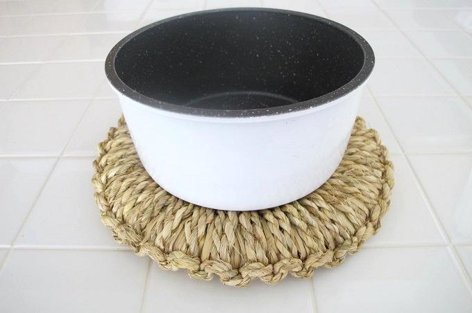 藁(わら)の鍋敷き なべ 16cm