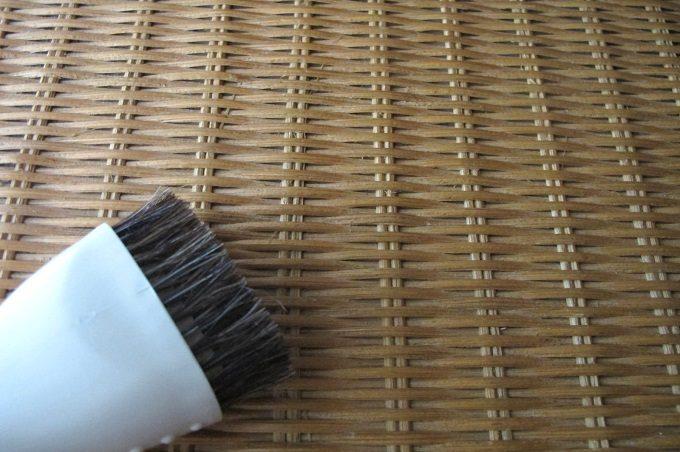 マキタクリーナー ラウンドブラシでラタンの掃除