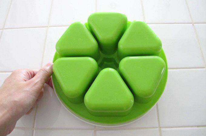 マドーレ ライスボールメーカー 6 おにぎりの作り方 本体を振る