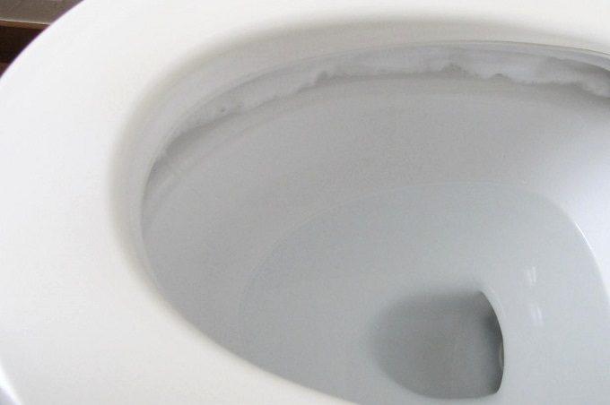 温水洗浄便座のノズル洗浄剤 ふち裏にスプレー